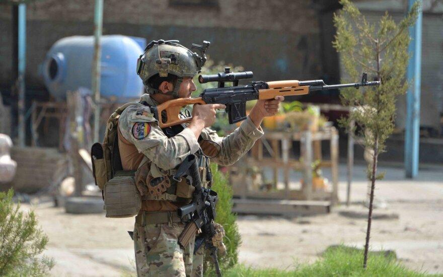 Afganistane pasibaigus paliauboms vyriausybės pajėgos susirėmė su Talibanu
