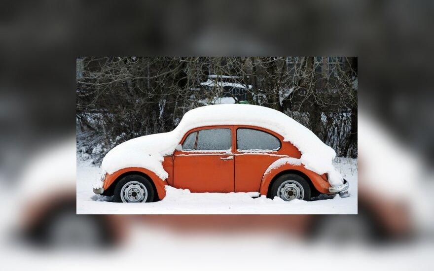 Iš Vilniaus kiemų išgabenta 300 neprižiūrimų automobilių