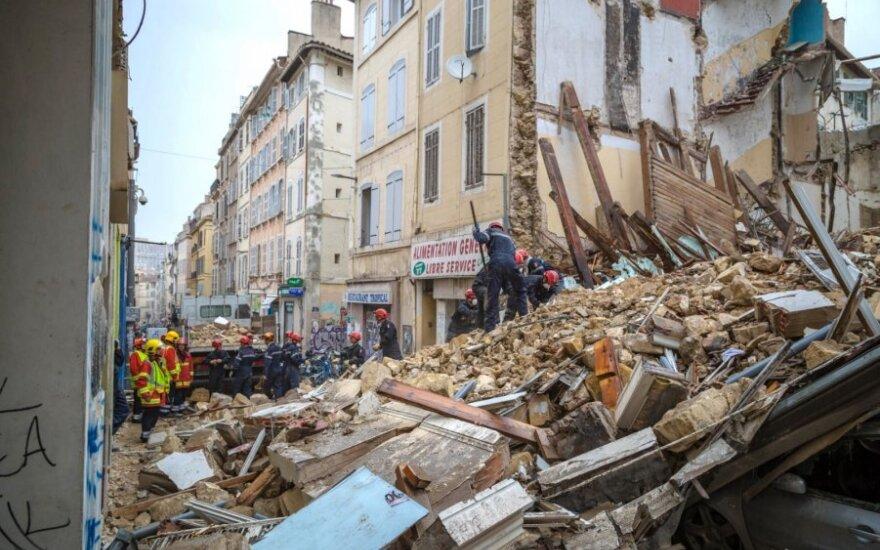 Marselyje sugriuvusiuose pastatuose gelbėtojai rado žuvusį žmogų