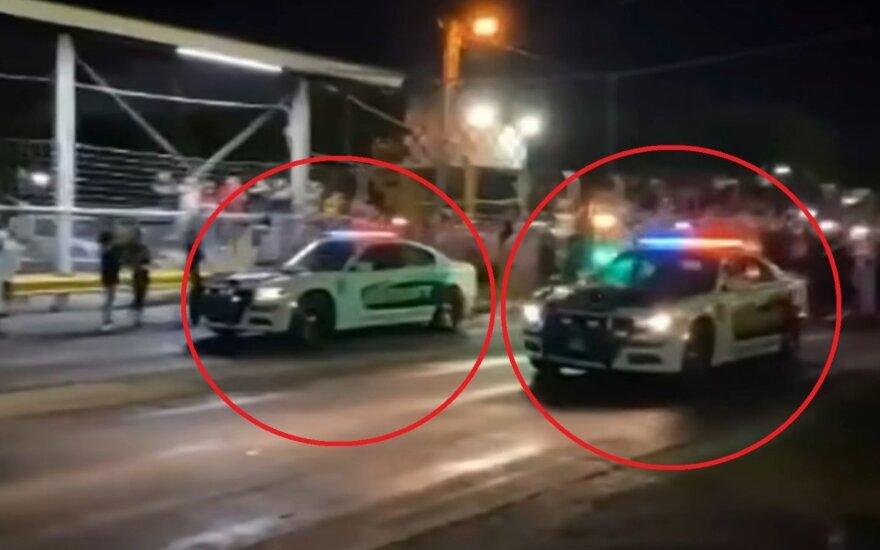 Du policijos pareigūnai užsitraukė rūstybę: tarnybiniais automobiliais dalyvavo <em>drage</em>