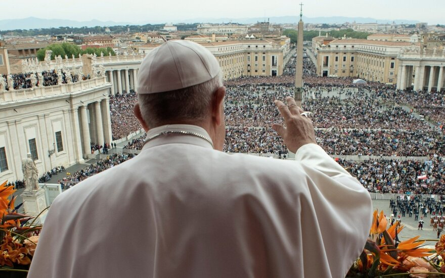 Popiežius ragina siekti taikos Libijoje ir Sirijos pabėgėlių sugrįžimo