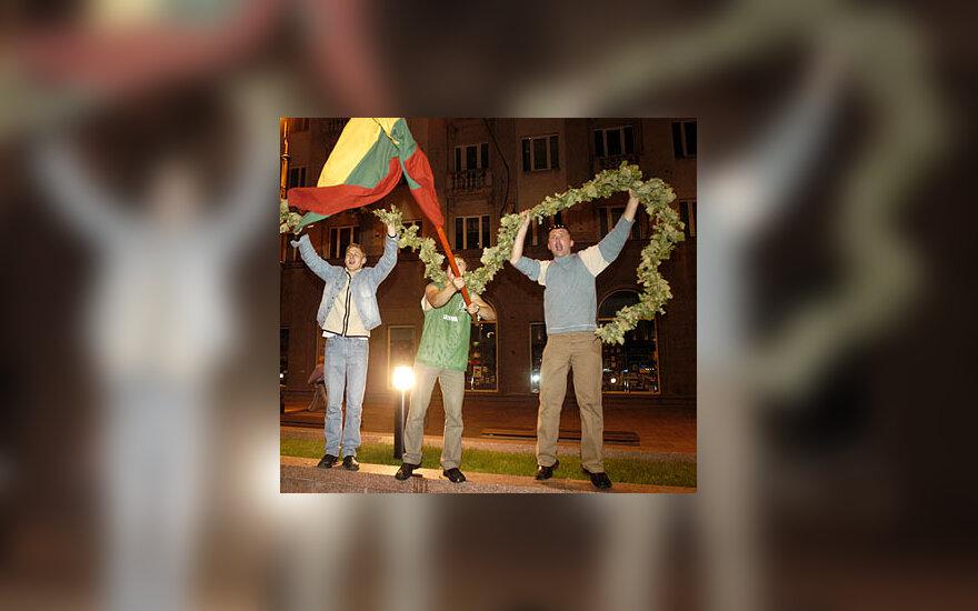 Vilniečiai švenčia Lietuvos krepšininkų pergalę