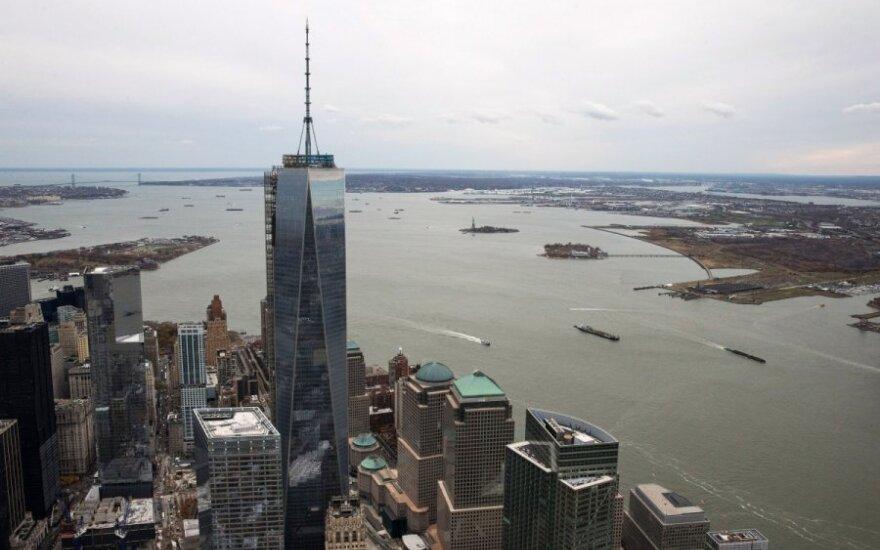 Atidarytas pirmasis dangoraižis, iškilęs vietoje buvusių bokštų dvynių