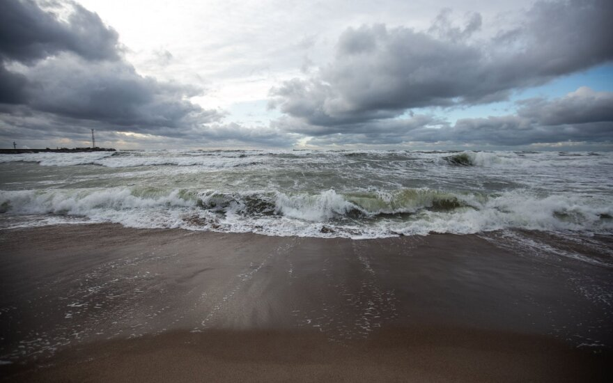Baltijos jūroje pasklidę teršalai – nepavojingi, baudos nebus