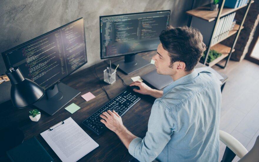 Teisininkas išaiškino, kokiomis sąlygomis darbdavys gali stebėti darbuotoją, sekti jo el.paštą – tai gali būti rimtas pažeidimas