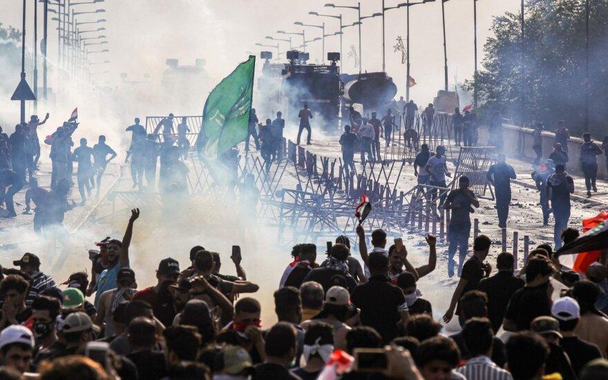 Policija naujus protestus Bagdade vaikė šūviais į orą