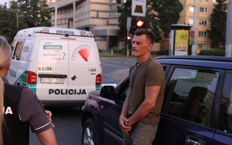 Joninių naktis Vilniuje: girtutėlis vairuotojas važiavo saugos diržu keleivio vietoje prisegęs grafiną brendžio