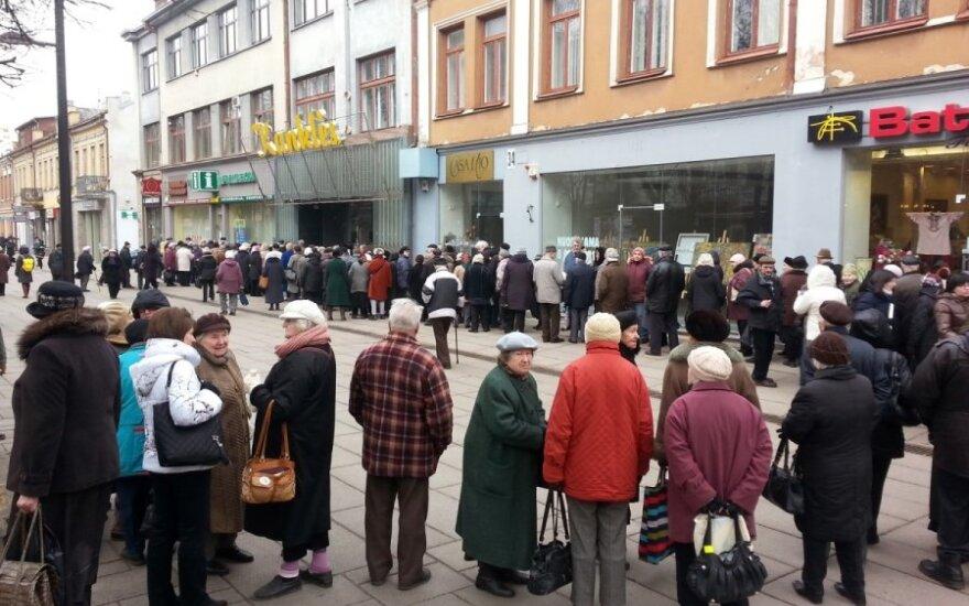 Ekonomistas apie euro įvedimą: žmonės sugaiš apsipirkdami