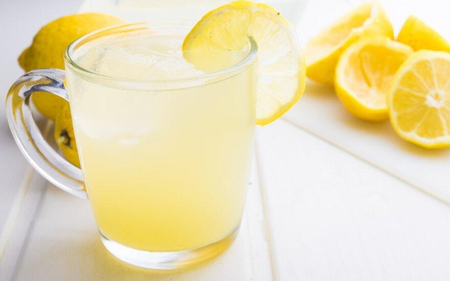 Ryžosi eksperimentui: dvi savaites gėrė vandenį su citrina ir stebėjo pokyčius