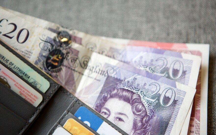 Britanijoje bus pristatyti plastikiniai 5 svarų banknotai