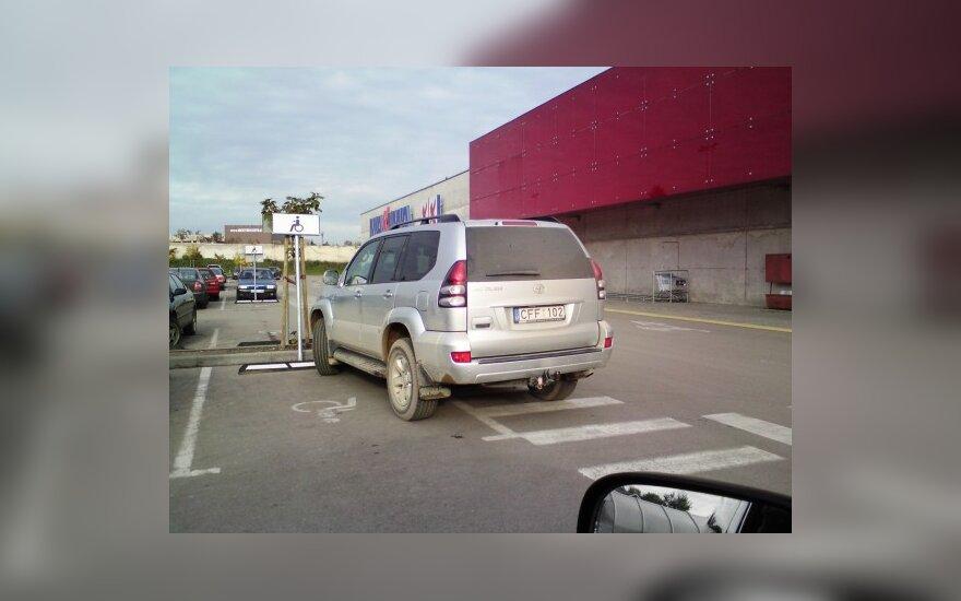 """Parkavimas Šiauliuose, prie """"Maximos"""". 2009-10-11"""
