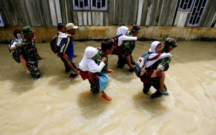 Indonezijoje per žemės drebėjimą žuvo 10 žmonių