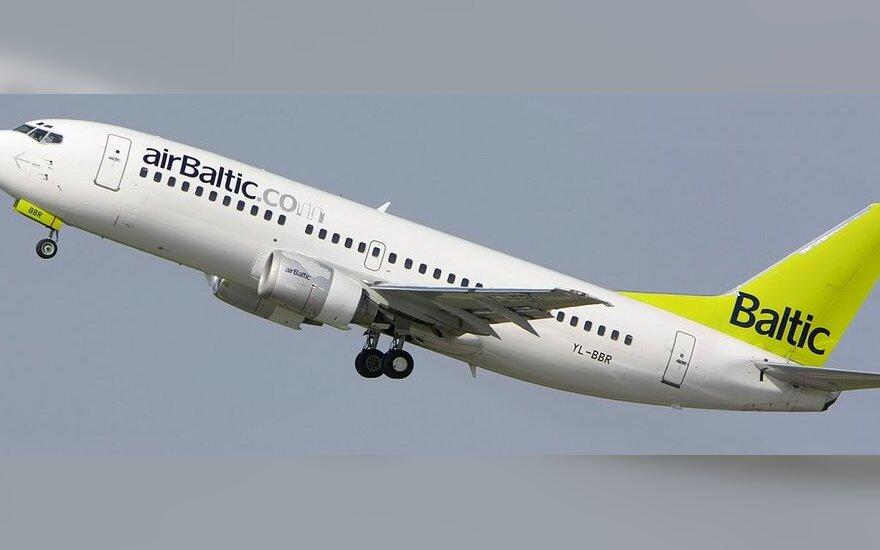 """""""airBaltic"""" atsisako planuotų papildomų skrydžių į Rygą iš Vilniaus ir Palangos"""