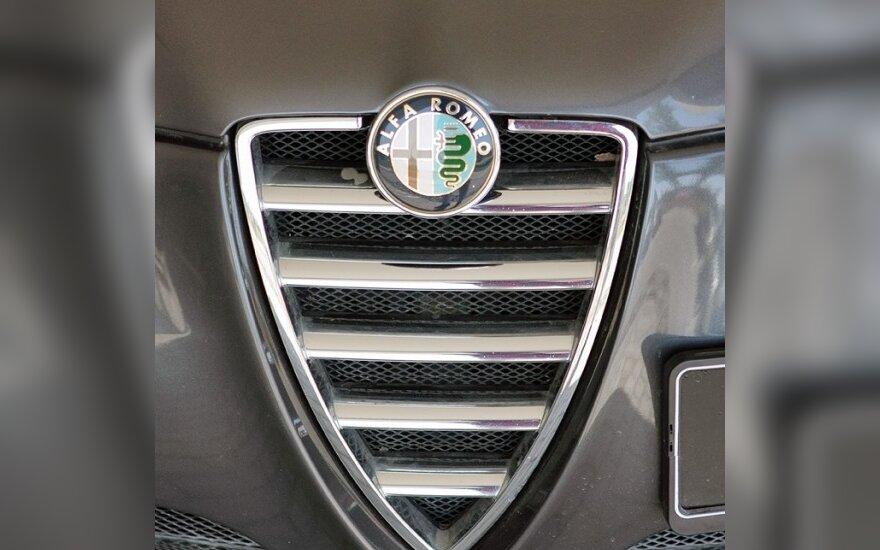 """Kodėl """"Fiat"""" turėtų parduoti """"Alfa Romeo"""" markę """"Volkswagen"""" grupei"""