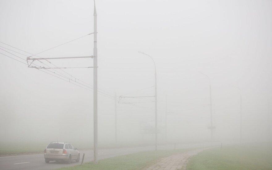 Rytų Lietuvoje eismo sąlygas sunkina rūkas