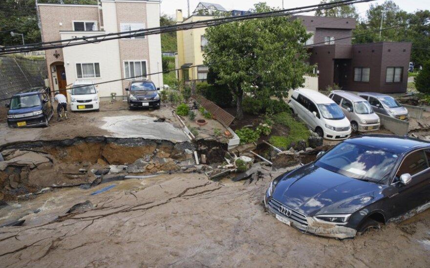 Žemės drebėjimas Japonijoje sukėlė nuošliaužų