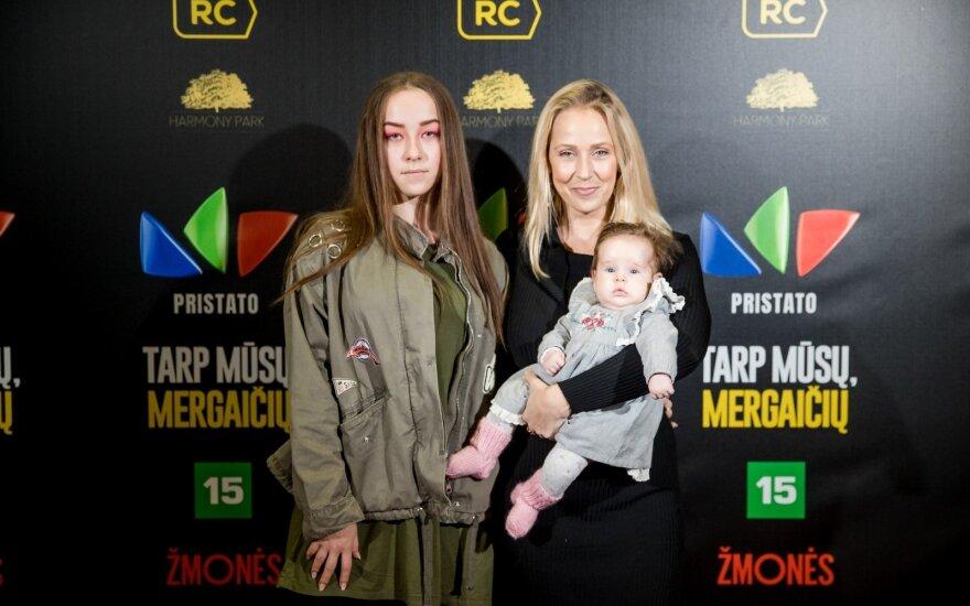 Kelių mėnesių Inetos Stasiulytės dukra debiutavo ant raudonojo kilimo, aktorę atlydėjo ir vyresnėlė