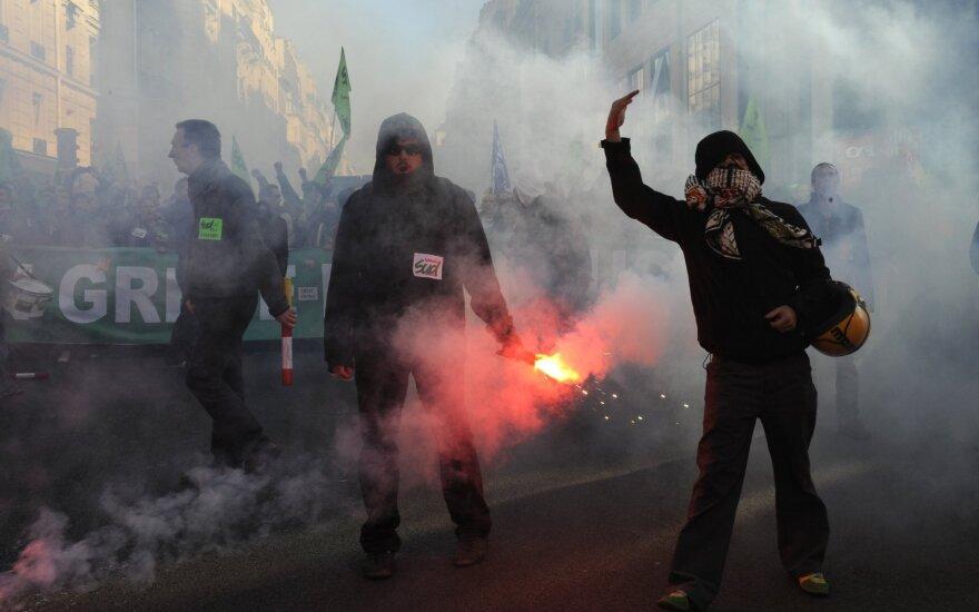 Prancūzijos parlamentas pradeda svarstyti prieštaringą pensijų sistemos reformos įstatymą