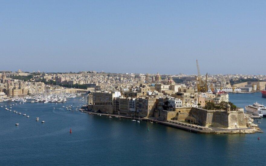 """""""AviaAM Leasing"""" perkelia verslo valdymą į Kiprą"""