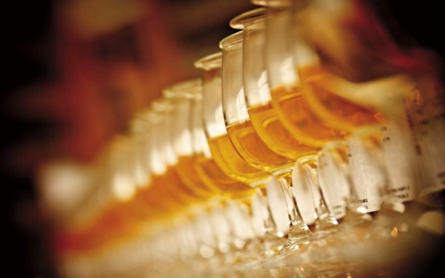 Škotija mažina alkoholio kainas, kad žmonės mažiau gertų