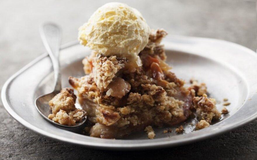 Greitas obuolių pyragas su ledais