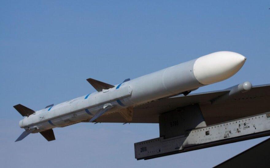 """""""Oras-oras"""" tipo raketa AIM-120 AMRAAM"""