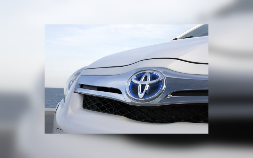 """""""Toyota"""" sieks 30 proc. sumažinti automobilių kainas"""
