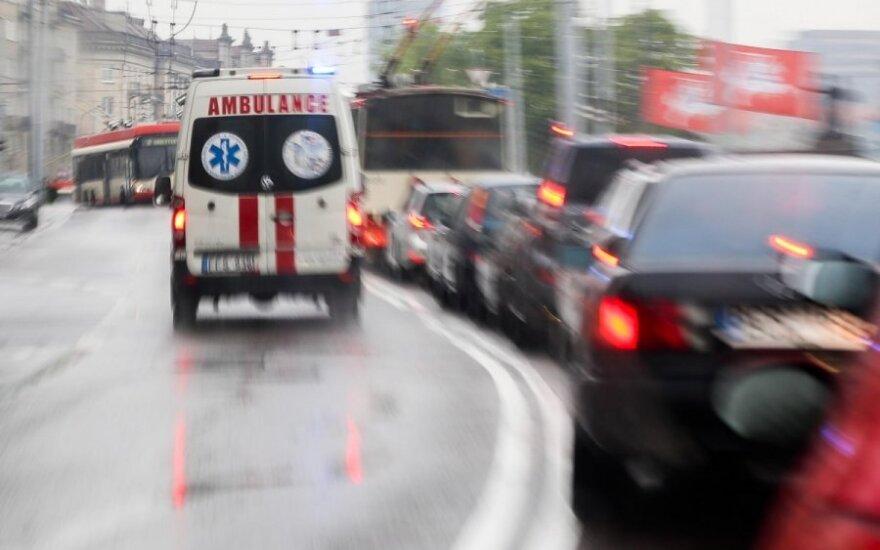 Po lemtingos kelionės greitosios automobiliu turi prašymą visiems eismo dalyviams
