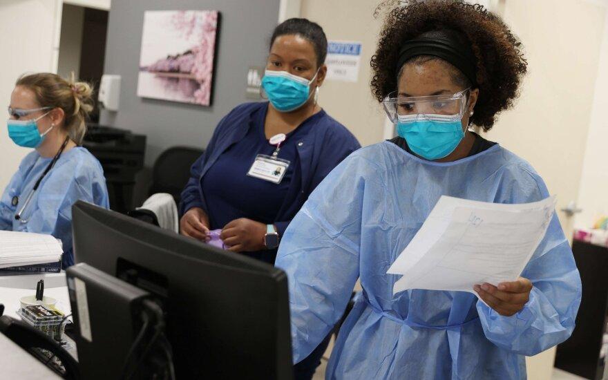 JAV koronaviruso epidemijos aukų skaičius viršijo 40 tūkst.