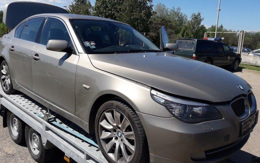 """Kaunietis įkliuvo prie Slovakijoje pavogto """"BMW 535"""" vairo"""