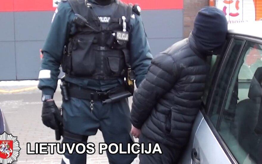 Nufilmuota, kaip pareigūnai sulaiko narkotikų platintojus