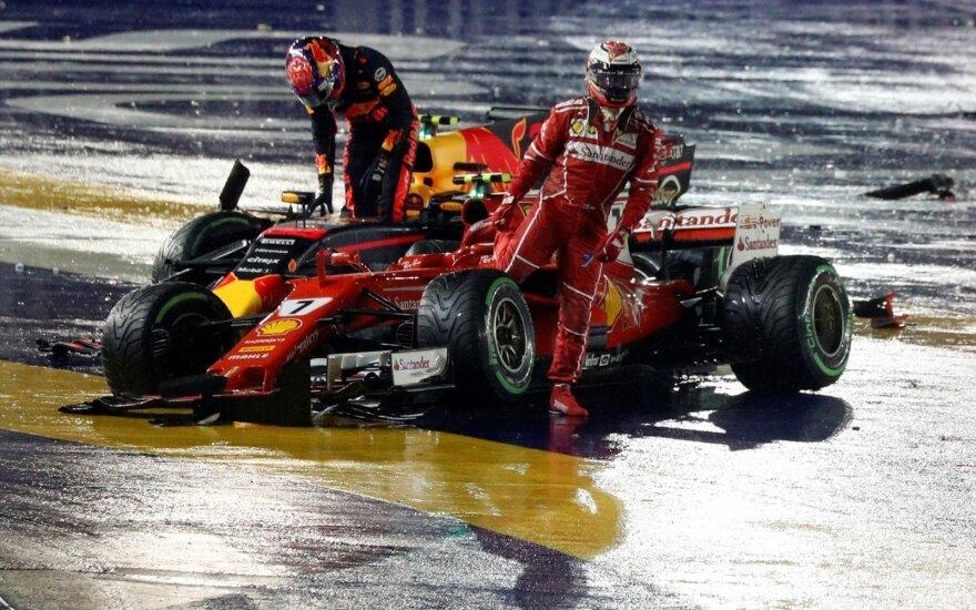 """""""Formulės-1"""" lenktynių Singapūre starte – avarijų virtinė"""