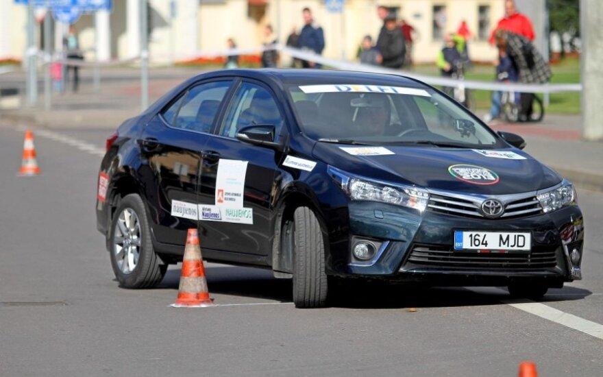 Patarė, į ką atkreipti dėmesį norint tapti geriausiu vairuotoju Lietuvoje