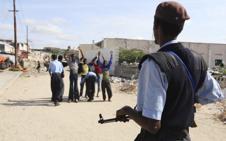 Somalyje per išpuolius žuvo mažiausiai 20 žmonių