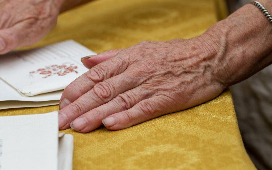 Senolės rankos