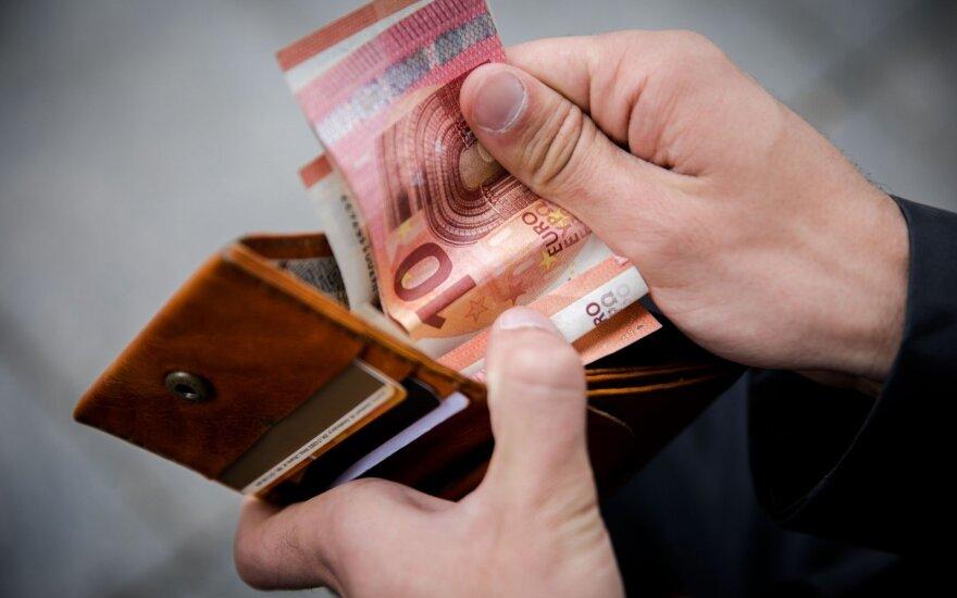 Vilniaus r. neblaivus vairuotojas pareigūnams siūlė kyšį – 70 eurų ir butelį brendžio