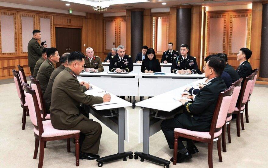 Abiejų Korėjų ir JT pajėgų delegacijos susitiko derybų paliaubų kaimelyje