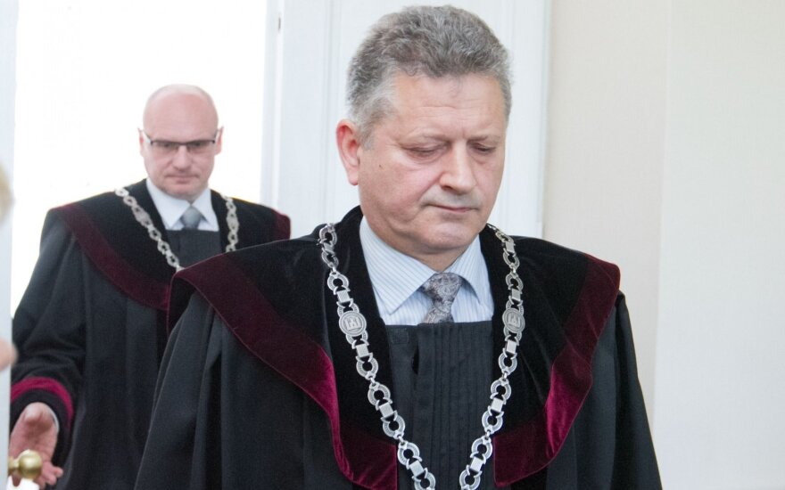 Teisėjai Valdimaras Bavėjanas (priekyje) ir Viktoras Kažys