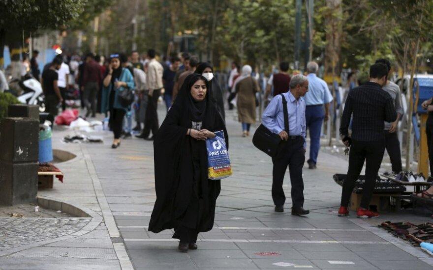 Irano valstybinė žiniasklaida praneša apie protestus prieš ekonominius sunkumus