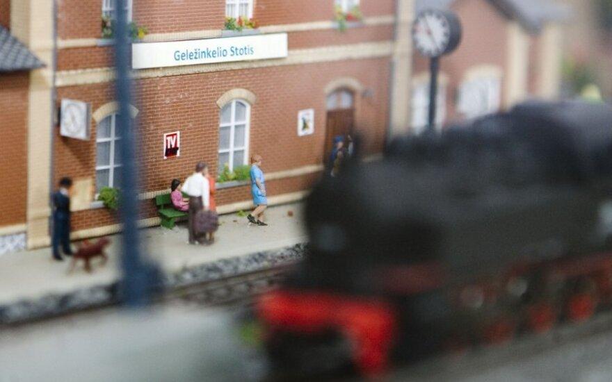 Traukinys į oro uostą - vargas keleiviams?