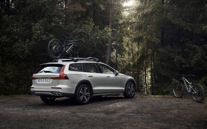 "Naujasis ""Volvo V60 Cross Country"""