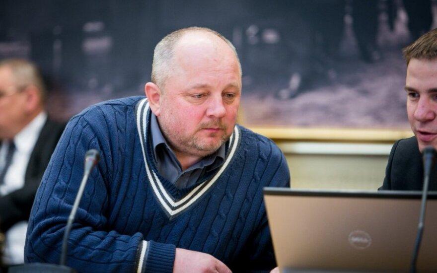 Girtam vairavusiam Mikolaičiui prašoma skirti baudą arba perduoti rašytojo žinion