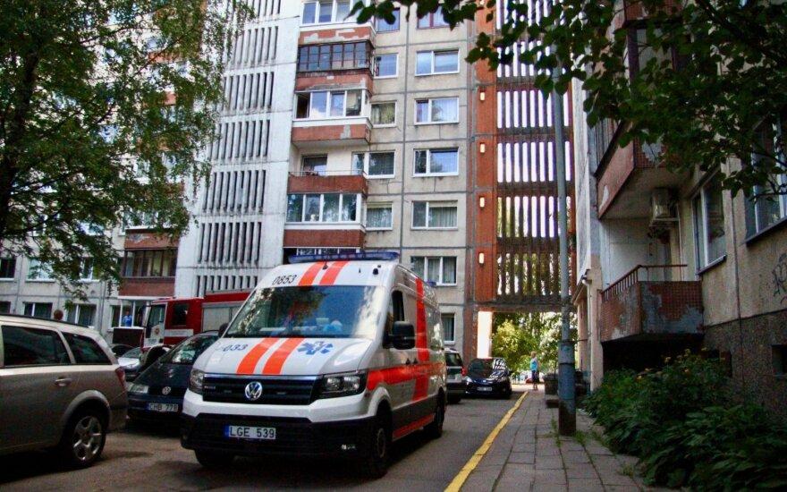 Tragiška nelaimė Vilniuje: žuvo į lifto šachtą įkritęs vyras