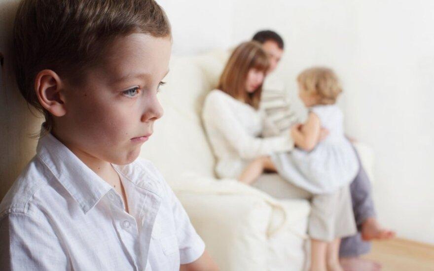 Kai vaikas nekalba, nors kalbėti gali: priežastys ir gydymo būdai