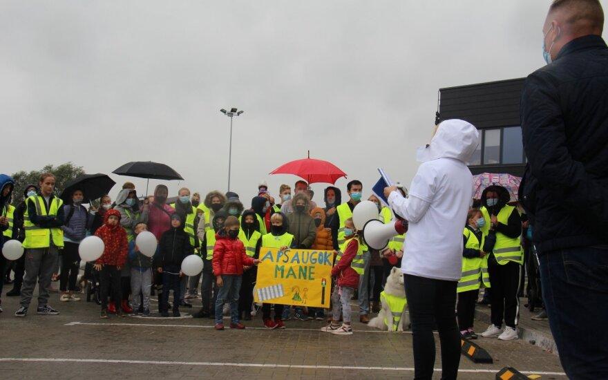 Vaiko žūtis Slengiuose suvienijo Klaipėdos rajono gyventojus: valdininkai mus maitina oriniais pažadais