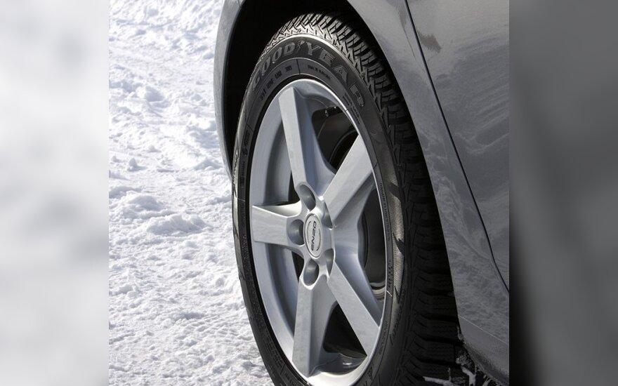 Žiemines padangas kasmet keičia 9 proc. vairuotojų