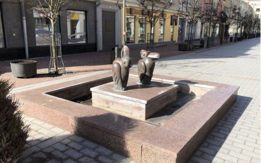 """Šiauliuose bus remontuojamas fontanas-skulptūra """"Pelikanai"""""""