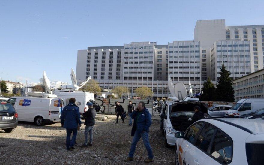 Prie Grenoblio ligoninės nuolat budi reporteriai