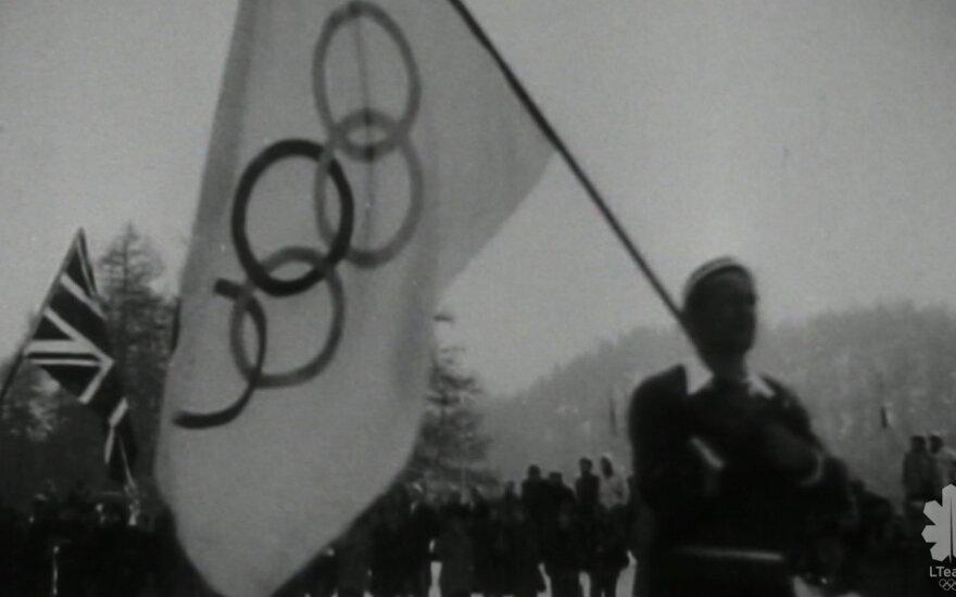 """Dokumentinio filmo """"100 metų nenuleidžiam rankų"""" stopkadras"""