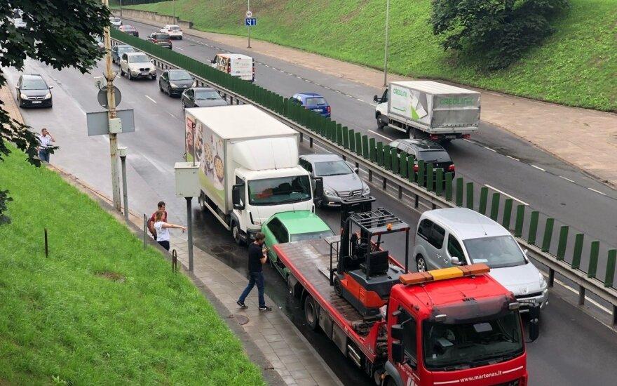 Avarija Vilniuje: susidūrė 4 transporto priemonės, formuojasi spūstys